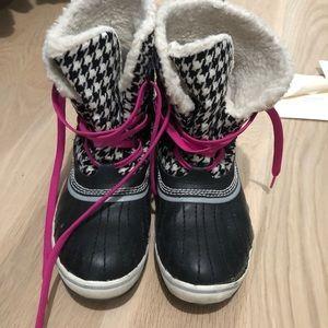 Sorel houndstooth snow boot
